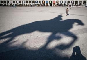 Screenshot 2018-09-30 Schattendenkmal Foto Bild world, denkmal, architektur Bilder auf fotocommunity