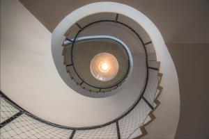 Screenshot 2018-09-30 Treppenhaus mit Lampe Foto Bild architektur, treppen und treppenhäuser, architektonische details Bild[...]
