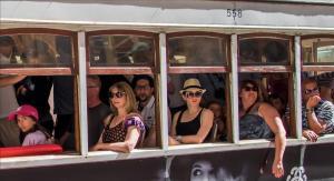 2018-09-30 Die Tramfahrer Foto Bild menschen, streetfotografie, portugal Bilder auf fotocommunity